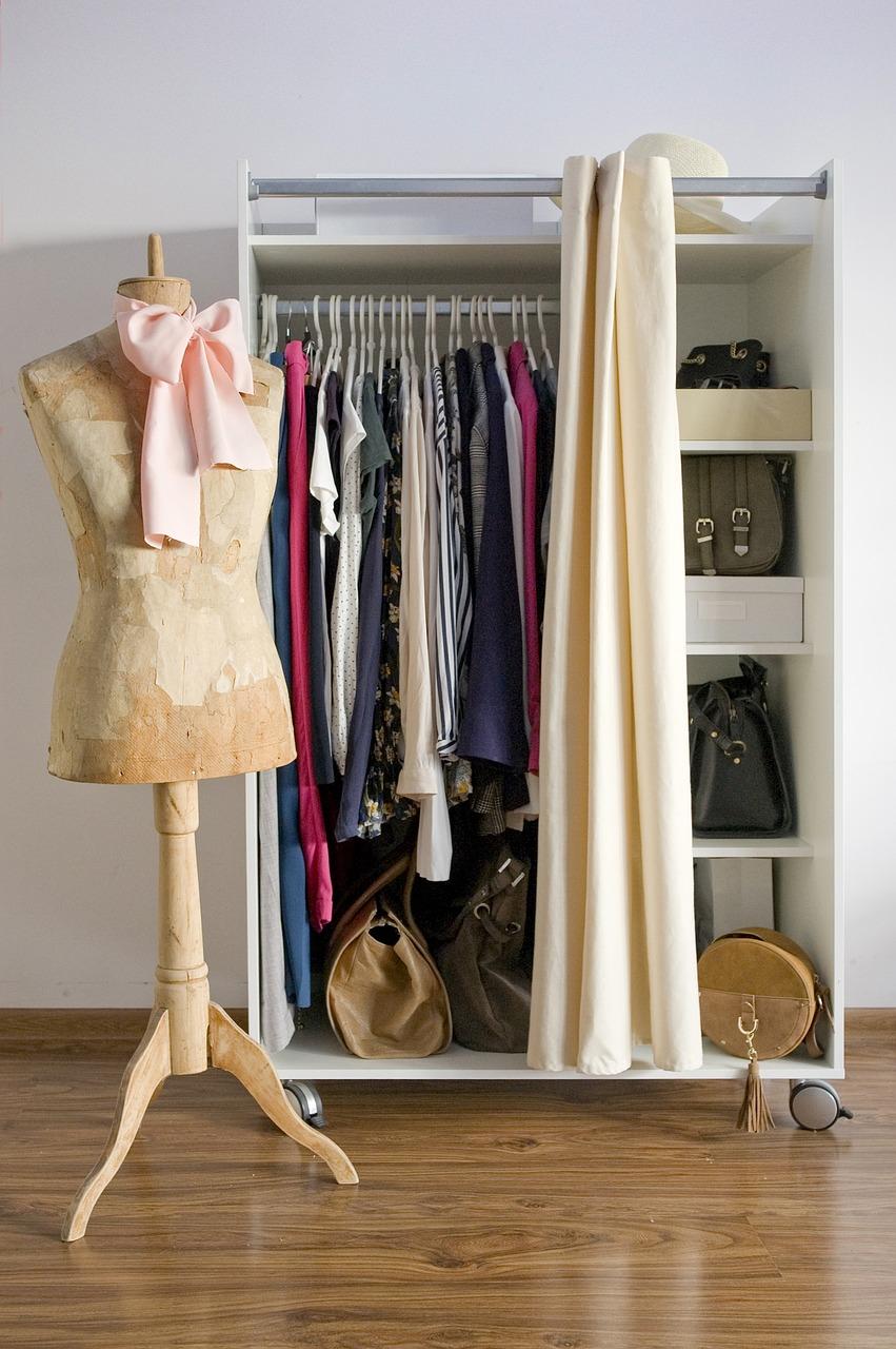 wardrobe-3981732_1280